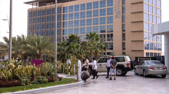 अभी नही छोड़ सकते अरब अमीरात, अबूधाबी 2 होटेल में शिफ़्ट किया गया 140 प्रवासियों को